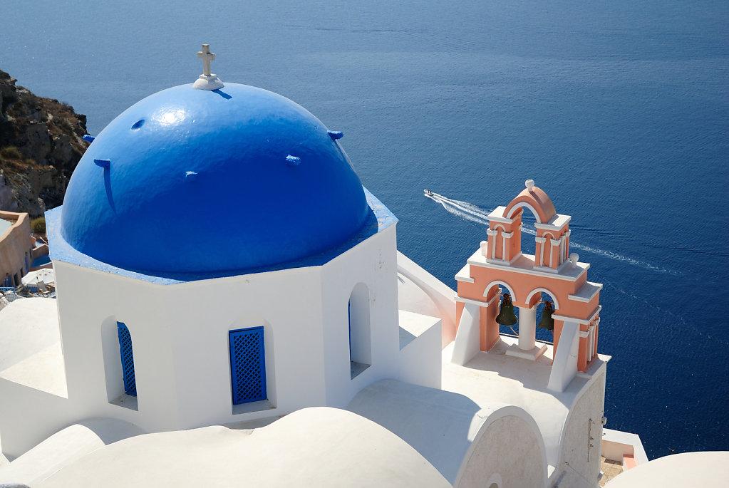 Blue sky - Oia, Santorini, Greece