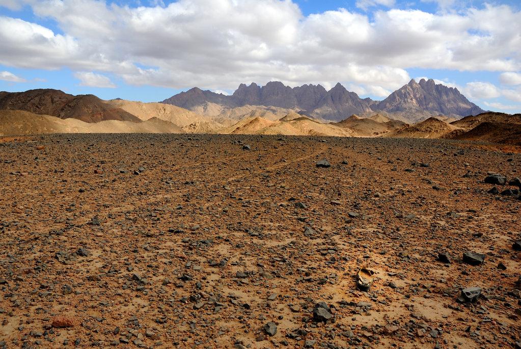 The abandoned shoe - Hurghada Desert, Egypt