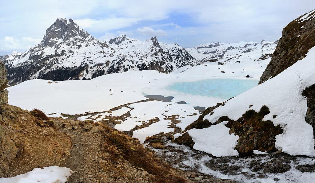 Lake Roumassot & The peak of Midi d'Ossau I - Pyrenees, France
